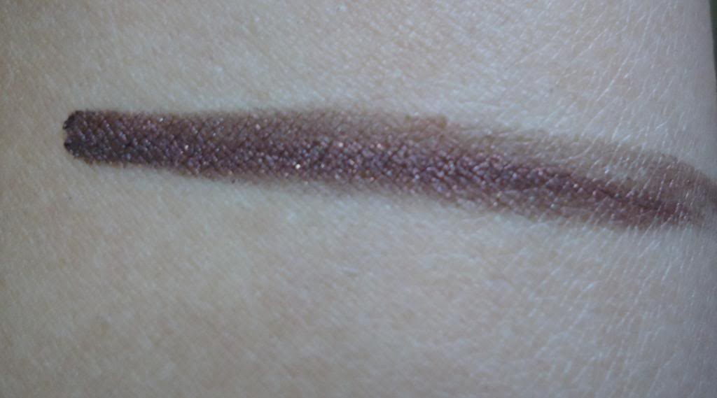 DSC02053 zpsde9c901d Loreal Paris Super Liner 24H Gel Eyeliner Review, Swatches