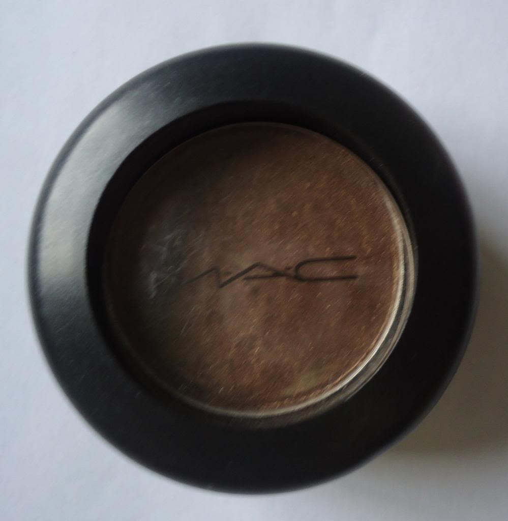 DSC01817 zpseca9fd5b MAC Eyeshadow Romp Review, Swatches