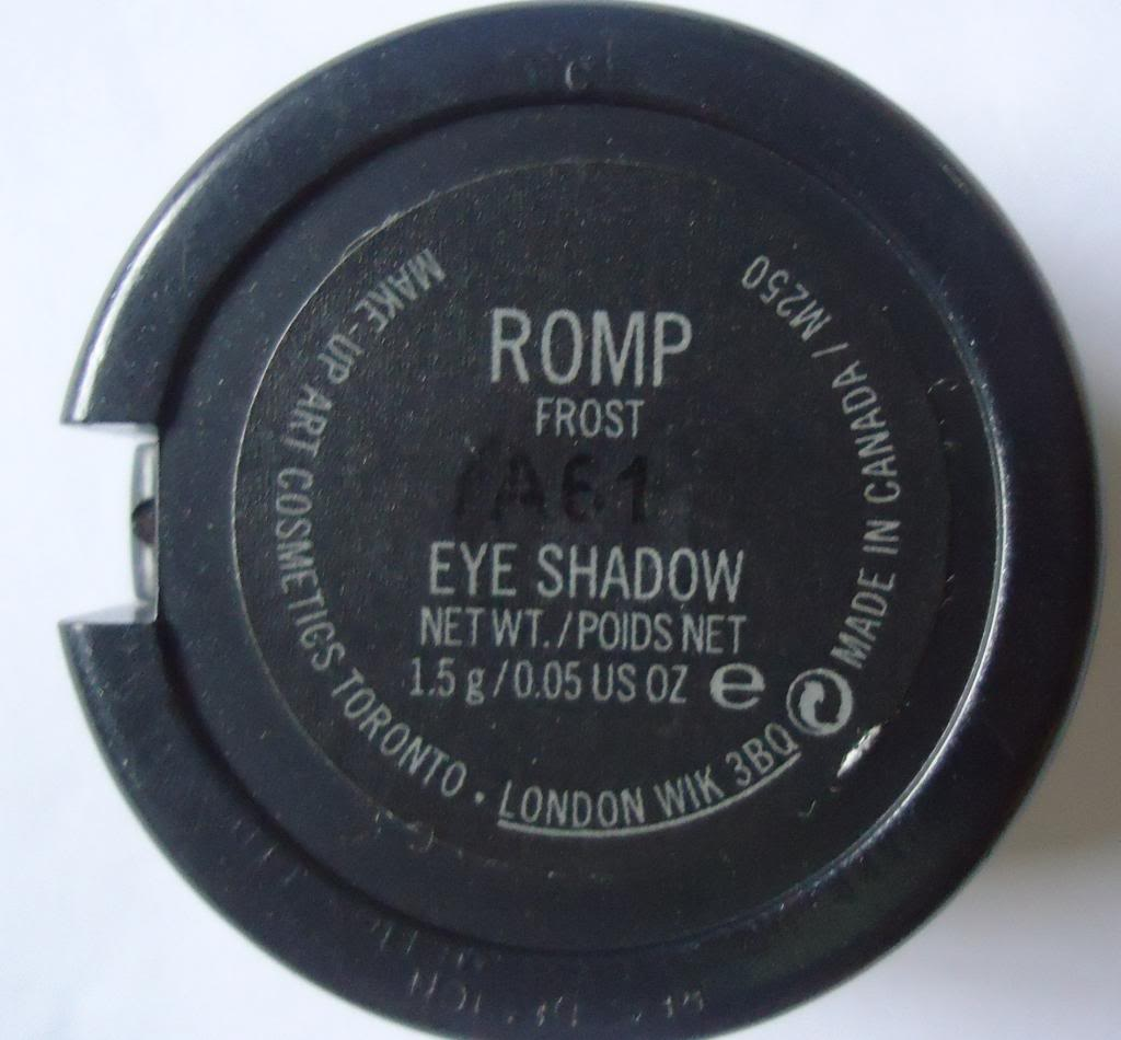 DSC01818 zps6d407cd3 MAC Eyeshadow Romp Review, Swatches