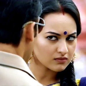 Dagabaaz Re Song 300x300 Sonakshi Sinha in Dabangg 2