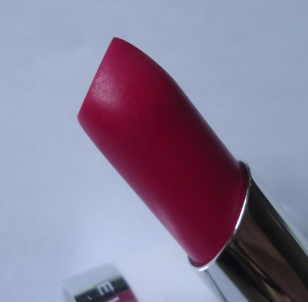 DSC03345 zpsf67fb8ad Maybelline 14Hr Superstay Lipstick Review, Swatches