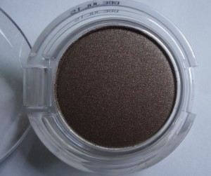 DSC06633 zps831c03dd 300x251 The Body Shop Color Crush Eyeshadows Review, Swatches